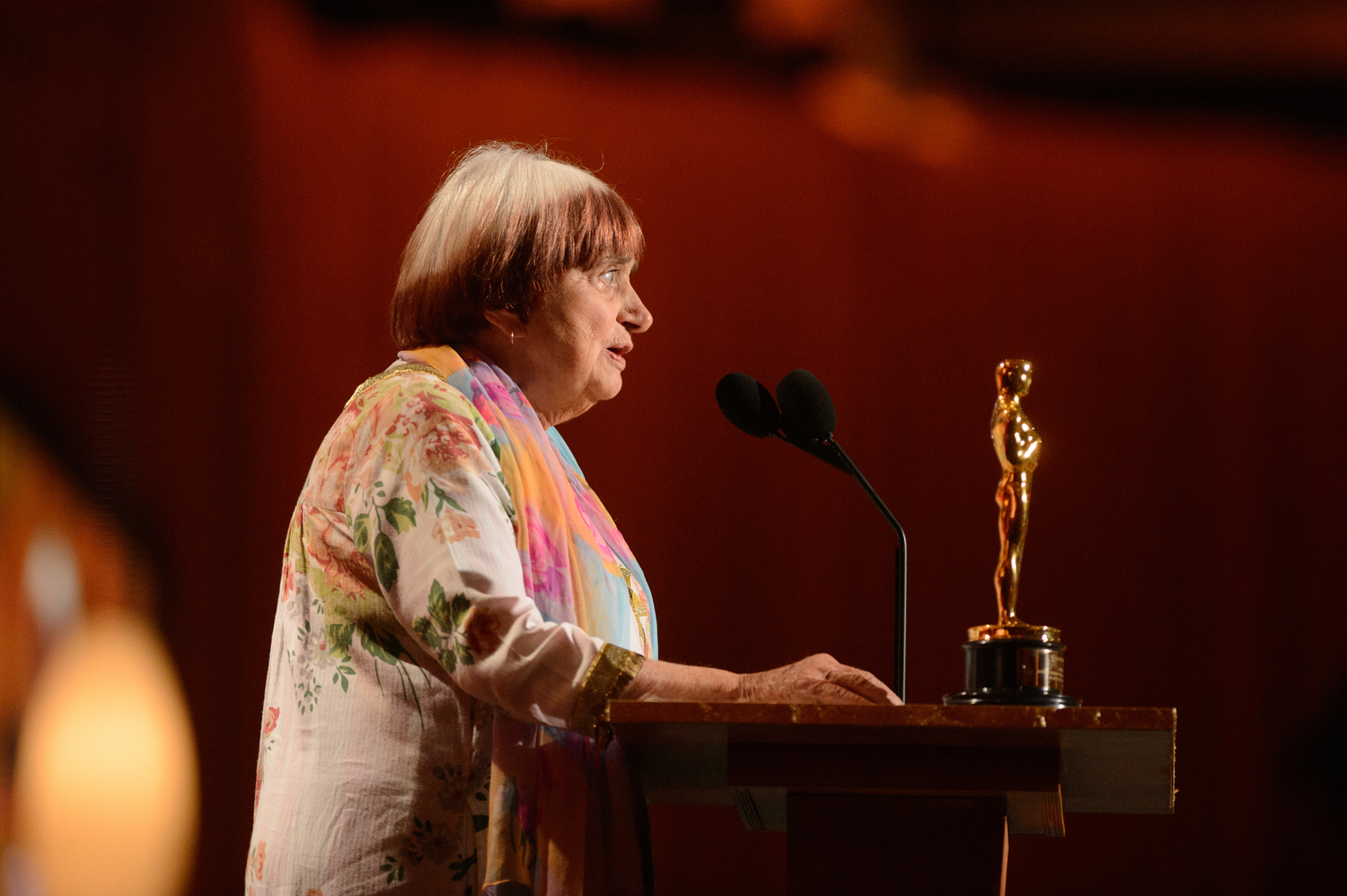 Agnes Varda accepting an Honorary Oscar at the 2017 Governors Awards. Photo: Lionel Hahn.(c) AMPAS