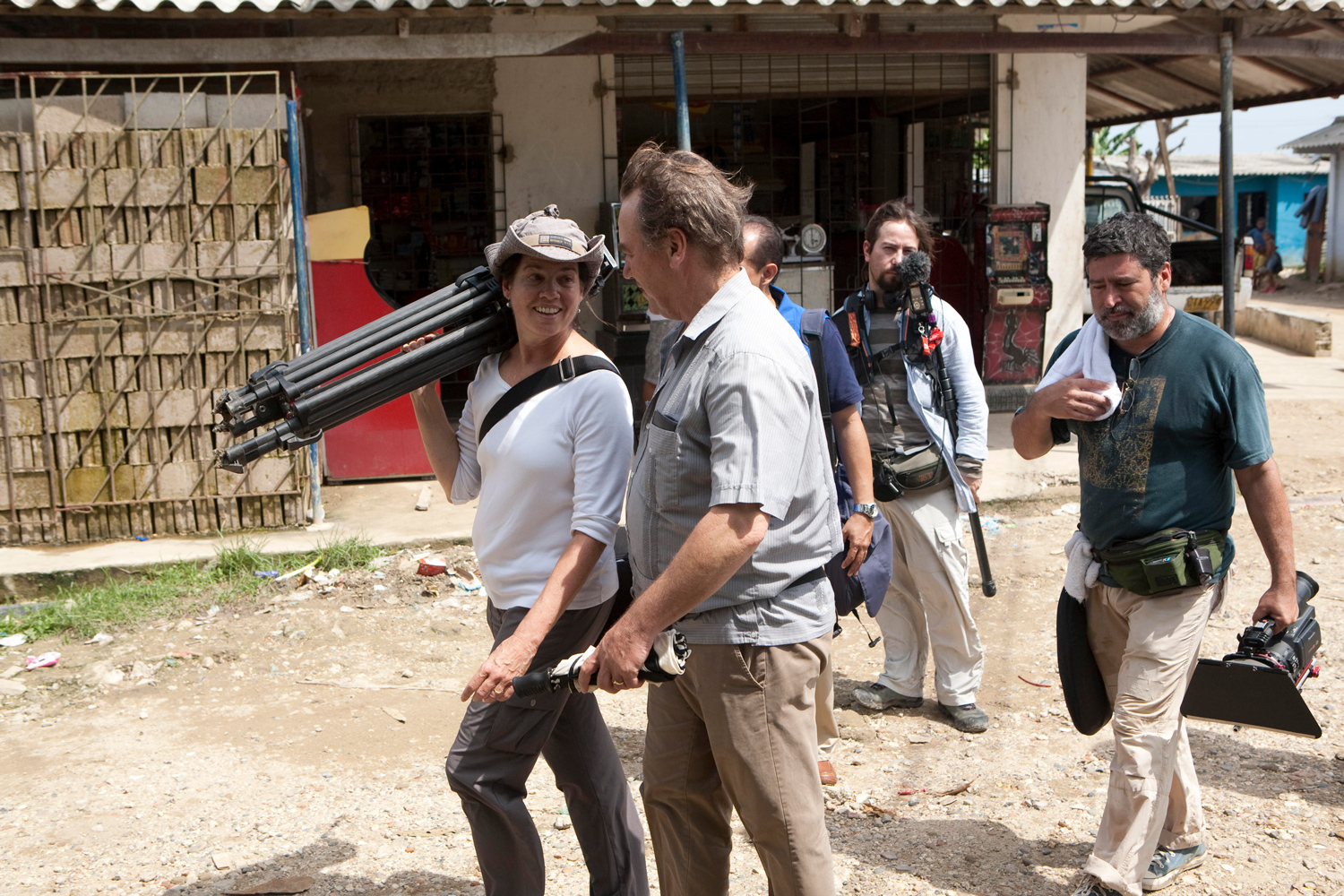 Pamela Yates and Paco de Onís on location in Colombia. Photo credit: Patricia Rincón-Mautner