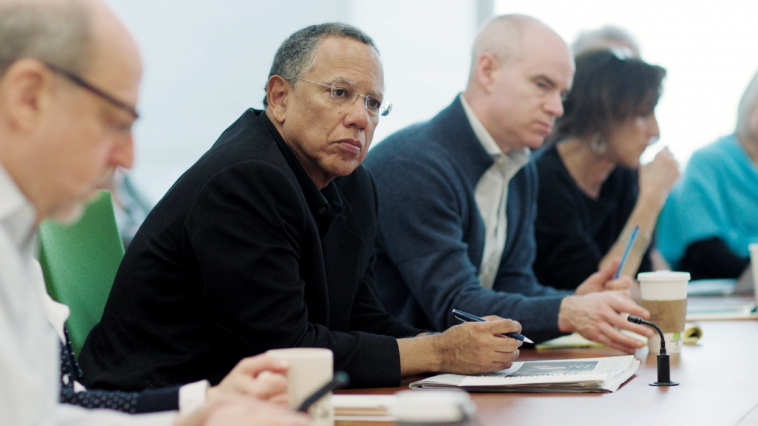 Times Execeutive Editor Dean Baquet (second from left) overseeing a meeting. From Liz Garbus and Jenny Carchman's 'The Fourth Estate,' currently airing on Showtime. Courtesy of Showtime