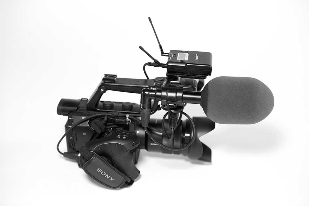 Sennheiser K6/ME64 microphone and Sony URX-P03 receiver mounted on Sony FS5.